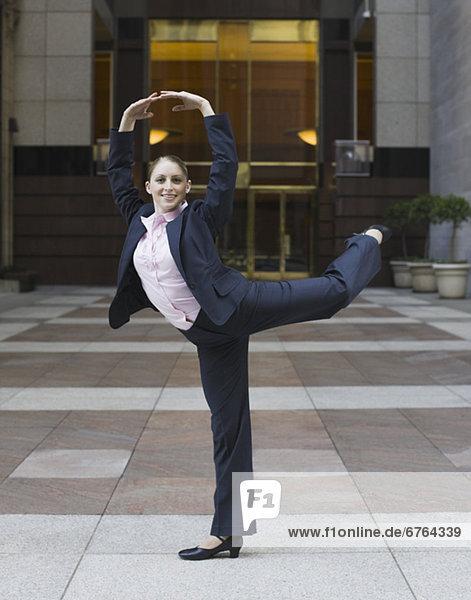 Städtisches Motiv  Städtische Motive  Straßenszene  Straßenszene  Geschäftsfrau  Tischset  tanzen