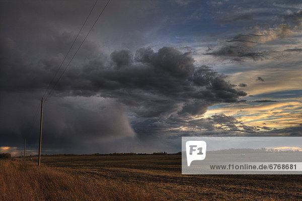 Ländliches Motiv  ländliche Motive  Wolke  Feld  über  Sturm  Bauernhof  Hof  Höfe  Mittelpunkt  Alberta