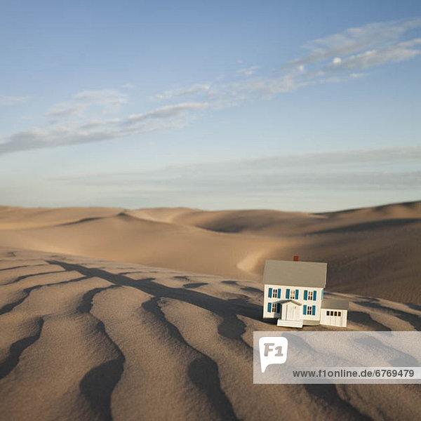 Waage - Messgerät Wohnhaus Modell Wüste