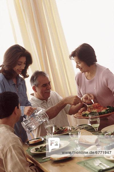 Zusammenhalt Abendessen essen essend isst