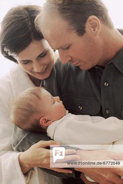 Neugeborenes neugeboren Neugeborene Menschlicher Vater Bewunderung Mutter - Mensch Baby