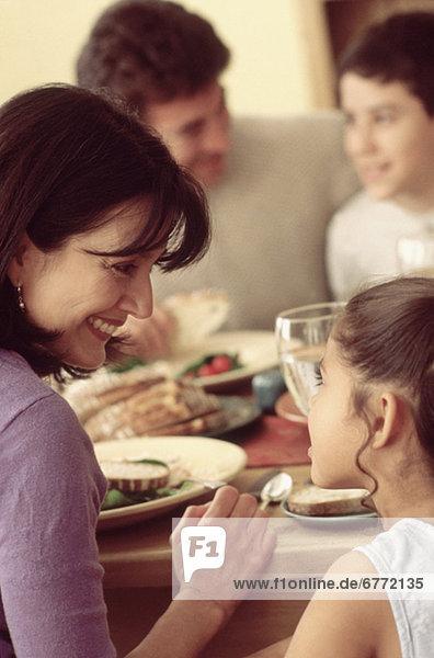 Zusammenhalt Gericht Mahlzeit essen essend isst