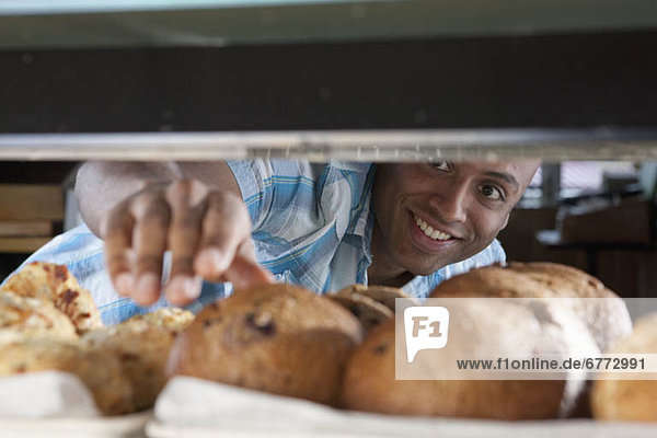 Mann  geben  Muffin  Bäckerei