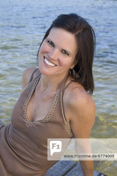 Portrait  Frau  Dock  Shawnigan Lake  British Columbia