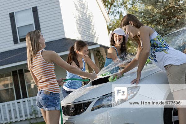 Vereinigte Staaten von Amerika  USA  Jugendlicher  Frau  sehen  Auto  jung  Mädchen  16-17 Jahre  16 bis 17 Jahre  Utah