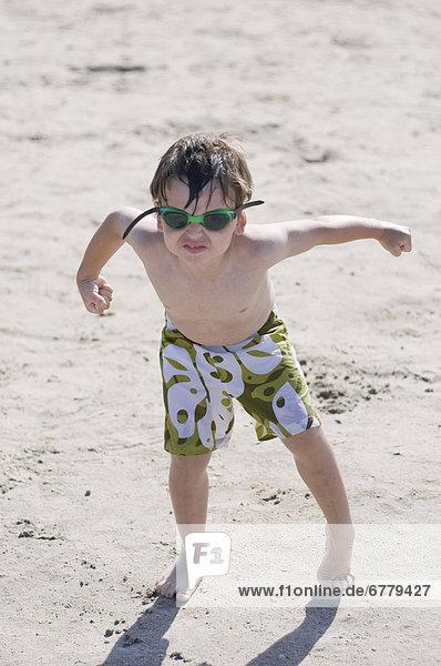 Strand  Junge - Person  Schutzbrille  klein  Northwest Territories  spielen
