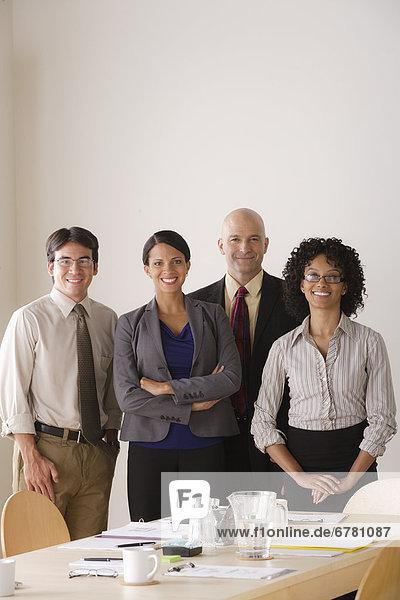 Teamwork  einsteigen  Portrait  Zimmer  Business
