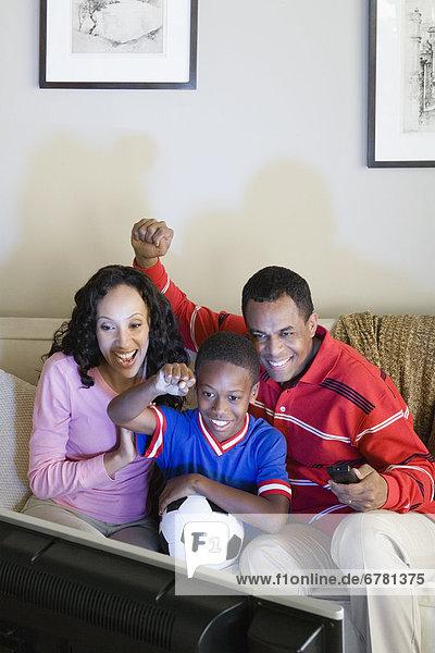 sehen  Sohn  Menschliche Eltern  Fernsehen  12-13 Jahre  12 bis 13 Jahre  Sport