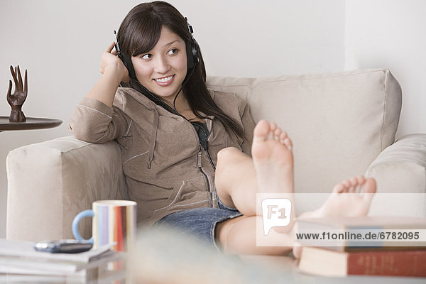 Frau  Entspannung  Couch  jung