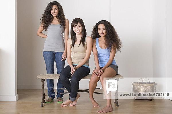 Portrait von drei jungen Frauen