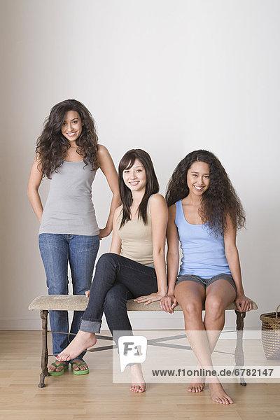 Drei Freundinnen Seite an Seite
