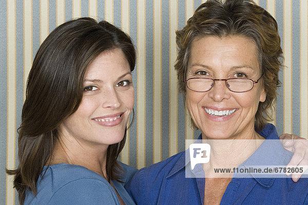 Porträt von der Mutter mit Erwachsenen Tochter