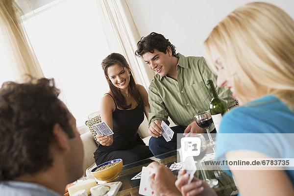 Interior  zu Hause  Couch  Party  Karte  spielen