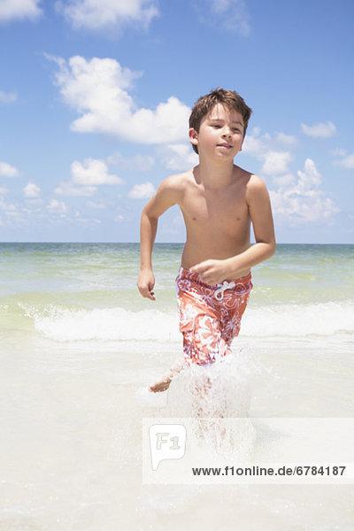 Junge - Person rennen Ozean
