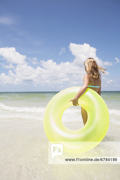 tragen  Ozean  aufblasen  Mädchen  klingeln