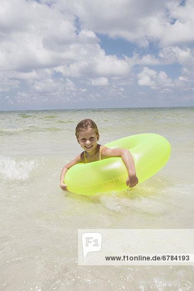 Ozean  aufblasen  Mädchen  spielen  klingeln