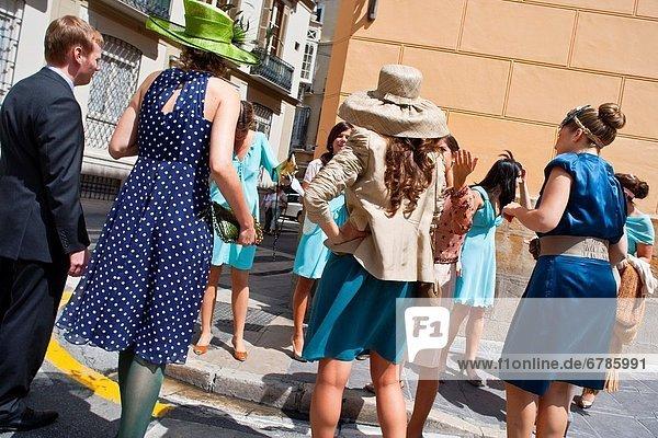 Mensch  Menschen  Hochzeit  Eleganz  Kleidung  Andalusien  Malaga  Spanien  Weg