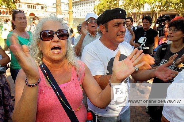 Buenos Aires  Hauptstadt  Frau  Mann  klatschen  Hispanier  Rebellion  Sehenswürdigkeit  Geographie  Aktivitäten  Argentinien  Demonstration  Plaza de Mayo