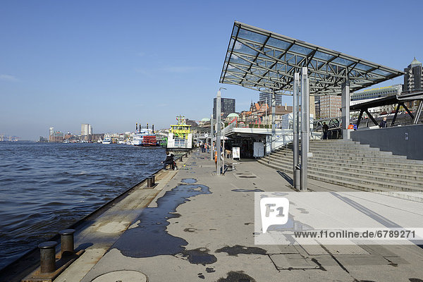 Hamburger Hafen  Landungsbrücken  Hansestadt Hamburg  Deutschland  Europa