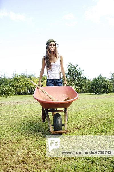 Hawaii  Kauai  Porträt von attraktive junge Frau.
