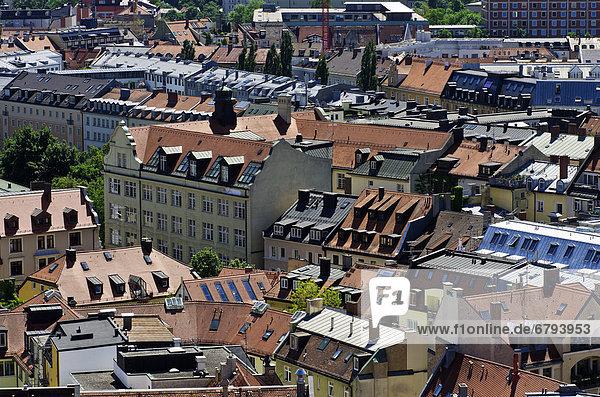 Blick vom Alten Peter über die Dächer von München  Oberbayern  Bayern  Deutschland  Europa