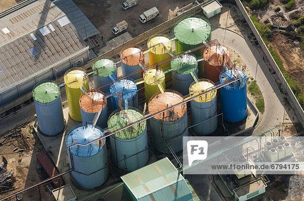 Tanks auf einem Industriegelände  Luftaufnahme  Dar es Salaam  Tansania  Afrika