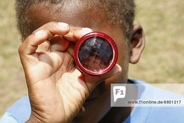 sehen  Junge - Person  Blick in die Kamera  blättern  Kaleidoskop  Nicaragua