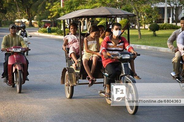 Mann  Transport  Kleidung  Maske  Angkor  Kambodscha  Dreirad