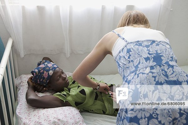 arbeiten  Gesundheitspflege  Mädchen  Afrika  Mosambik
