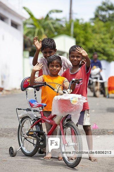Straße  winken  3  Fahrrad  Rad  Indien  Tamil Nadu