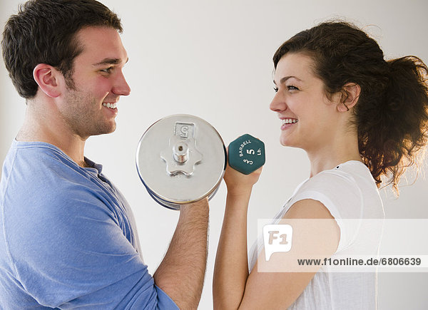 Couple weightlifting