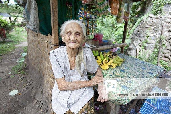 Blumenmarkt  Senior  Senioren  Frau  Außenaufnahme  Philippinen  Markt