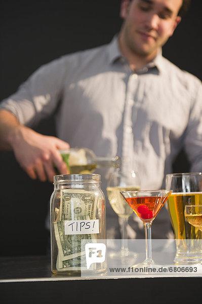 Glas  eingießen  einschenken  Wein  Zuneigung