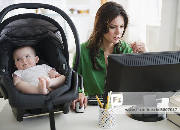 Schreibtisch  Tochter  Baby