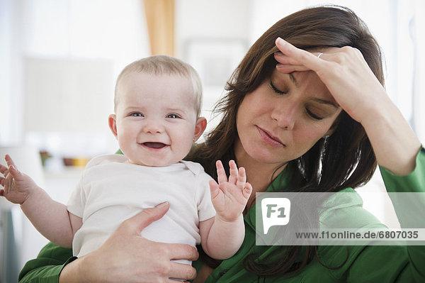 halten  müde  Tochter  Mutter - Mensch  Baby