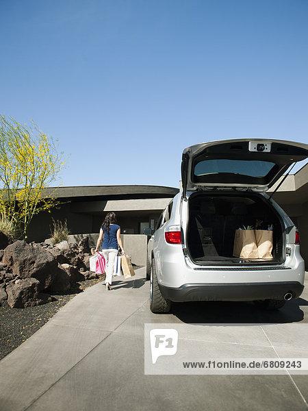 Auto  offen  Lebensmittelladen  Kofferraum