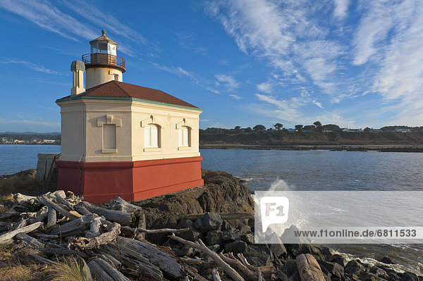 Coquille River  Small lighthouse