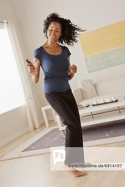 Interior  zu Hause  Frau  tanzen  Mittelpunkt  Erwachsener