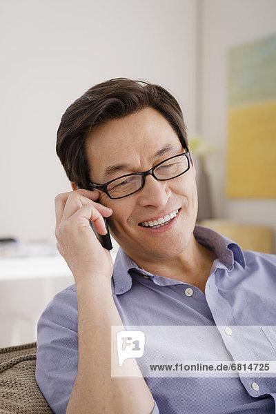Mann sprechen telefoniert