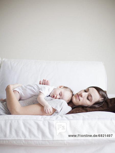 Zusammenhalt  schlafen  Mädchen  Mutter - Mensch  Baby