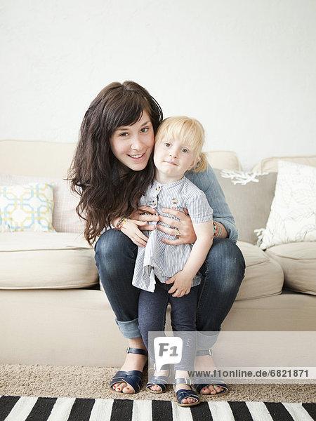 Fröhlichkeit  Pose  jung  2-3 Jahre  2 bis 3 Jahre  Mädchen  Mutter - Mensch