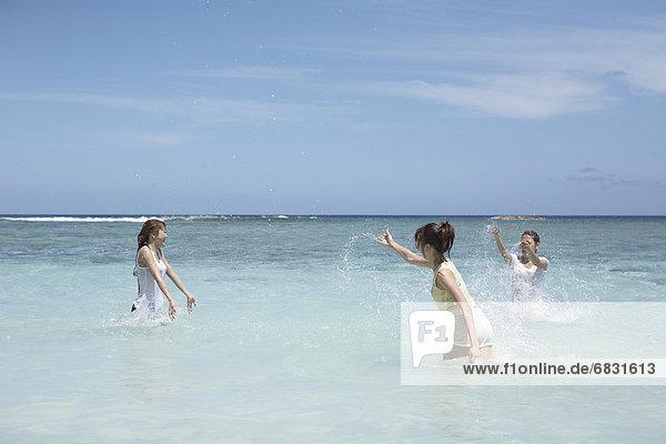 Vereinigte Staaten von Amerika,  USA , Wasser , Frau , planschen , Meer , jung , Guam