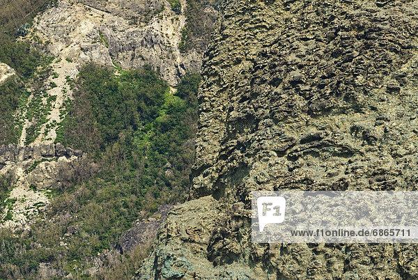 hoch  oben  nahe  Felsbrocken