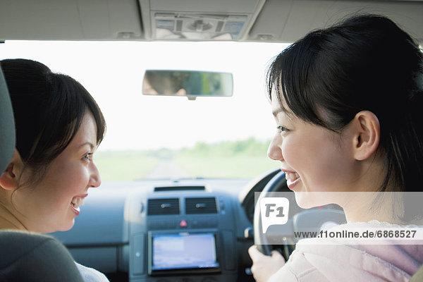 Frau  sprechen  Auto  Rückansicht  Ansicht  2  jung
