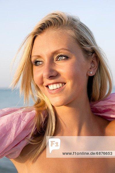 Portrait  Frau  Strand  Gesundheit  jung