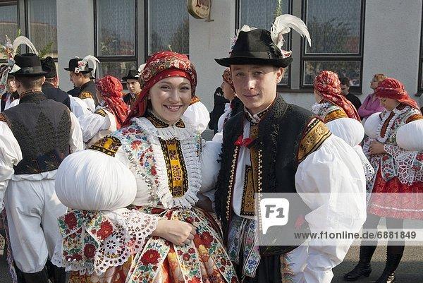 Europa  Frau  Mann  Gesetz  Tschechische Republik  Tschechien  Herbst  Fest  festlich  Kleidung  Festival  Mensch  Kleid