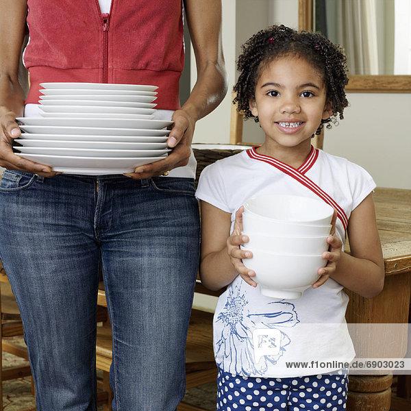 halten  Essgeschirr  Tochter  Mutter - Mensch