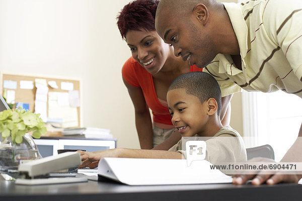 Sohn Hilfe Menschliche Eltern Hausaufgabe