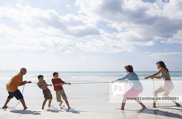 Strand  spielen  Tauziehen