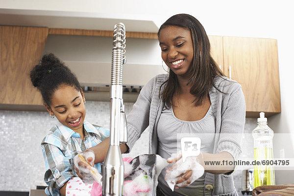 Schwester waschen Essgeschirr